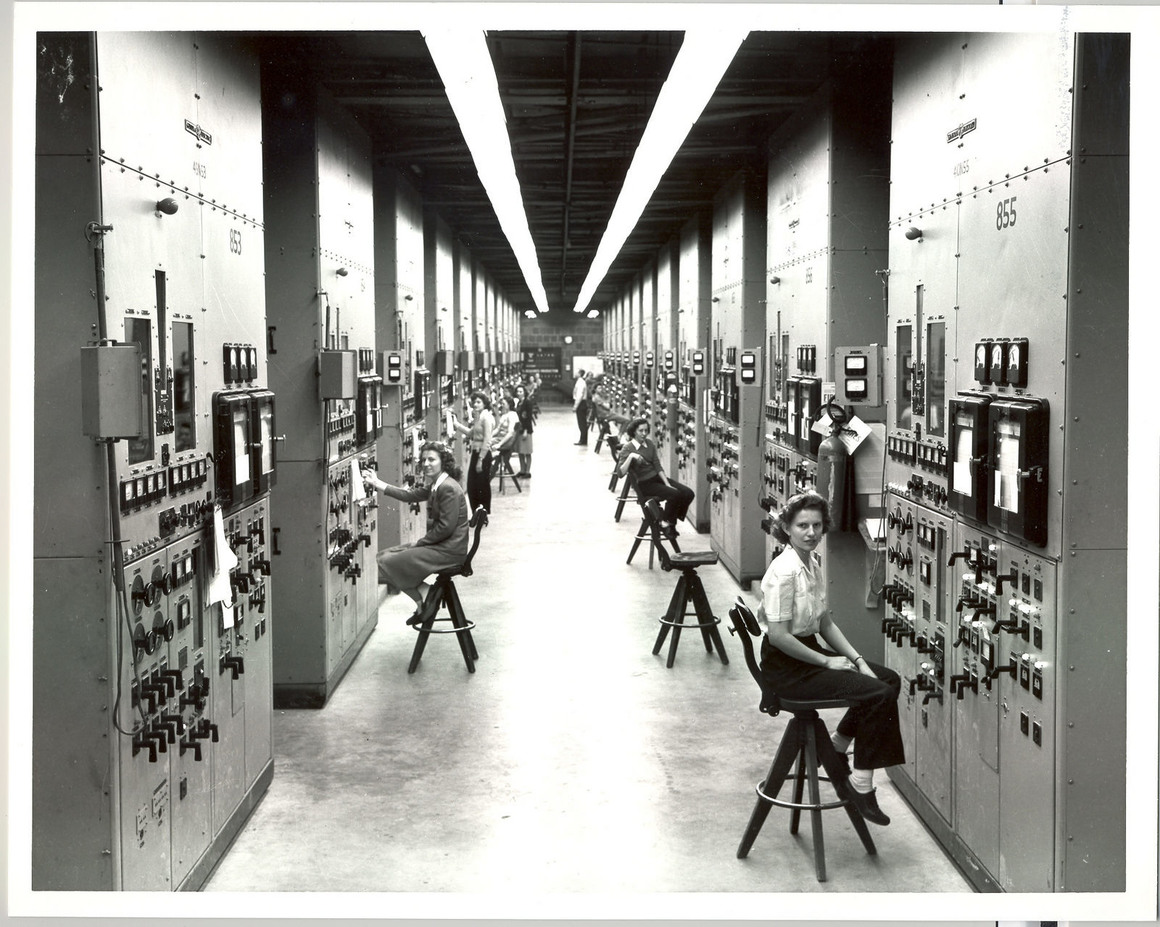 Women working at the Manhattan Project Oak Ridge site US Department of Energy/Public Domain