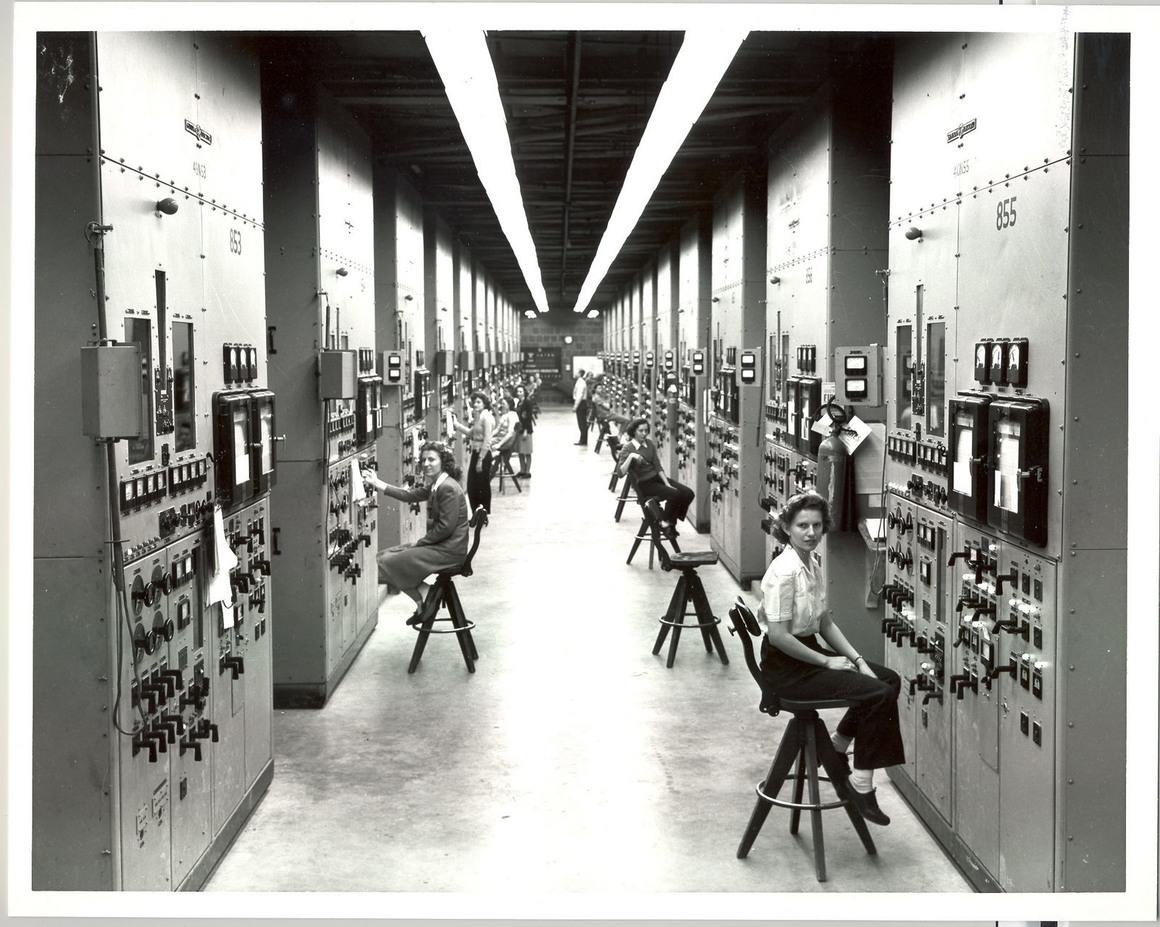 Women working at the Manhattan Project Oak Ridge site US Department of Energy/Public Domain